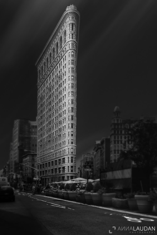 Schwarz-weiß Interpretation des Flatiraon Gebäudes in New York