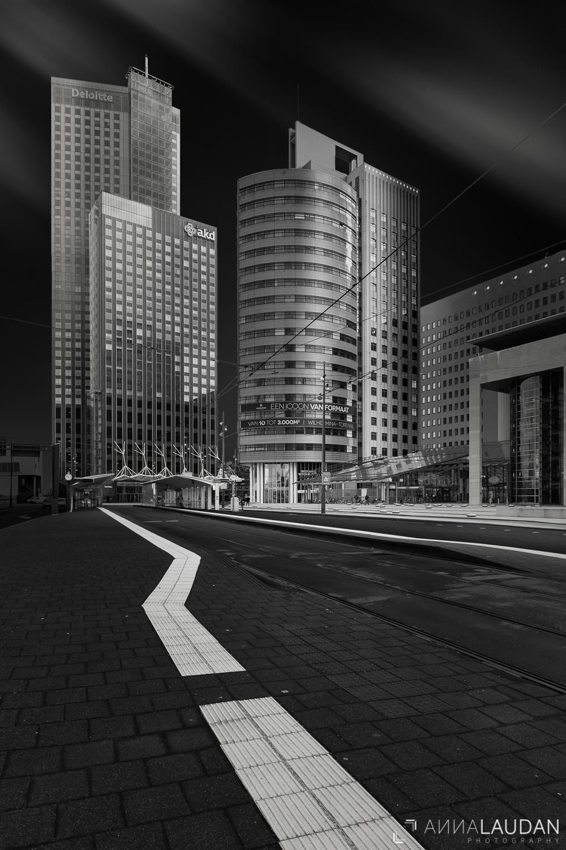 Schwarz-Weiß-Bild von der Wilhelminaplein in Rotterdam