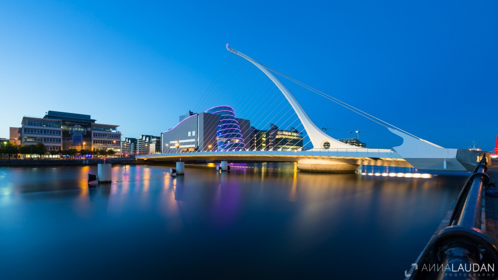 Blue hour at the Samuell-Beckett-Bridge